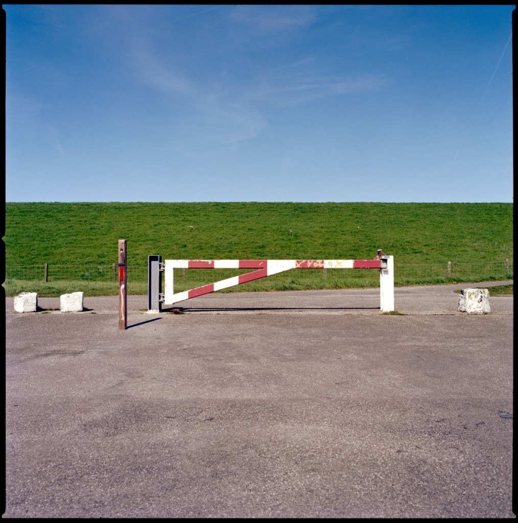 barrier pole closed