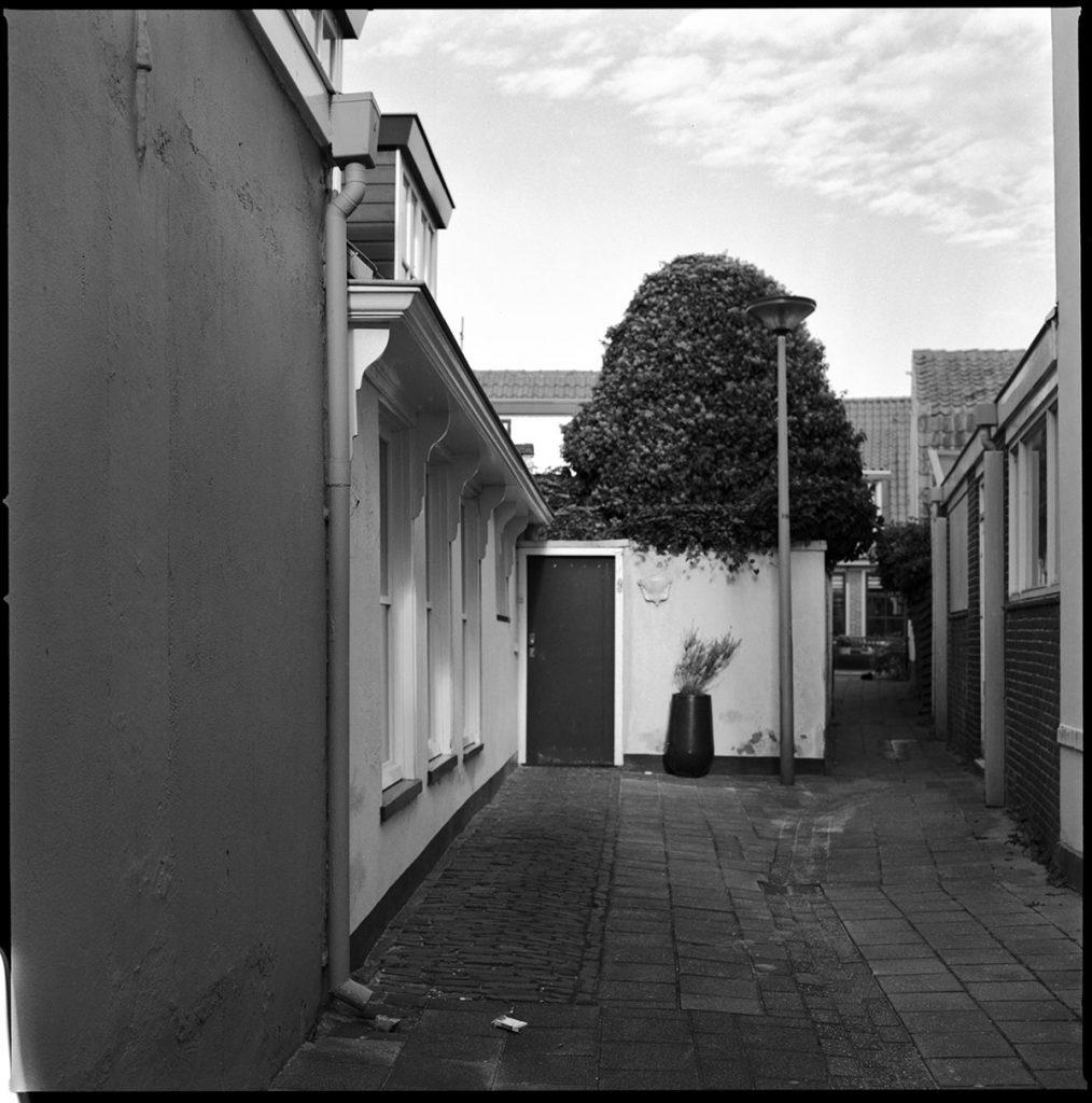 egmond alleyway